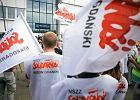 """Protest """"Solidarności"""" pod DCT. Piotr Duda: tu jest Polska, nie Afryka!"""