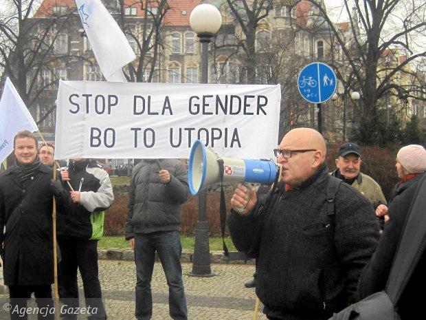 Pikieta młodzieżówki PiS przeciwko gender na pl. Grunwaldzkim