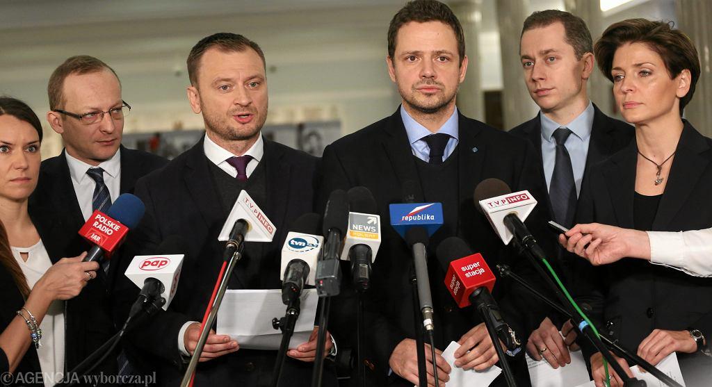Od lewej: A. Pomaska, P. Olszewski, S. Nitras, R. Trzaskowski, C. Tomczyk i Joanna Mucha w Sejmie (fot. Sławomir Kamiński/AG)