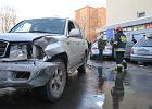 Zakopane. Kierująca pojazdem pomyliła pedały. Dwie osoby ranne, sześć aut staranowanych