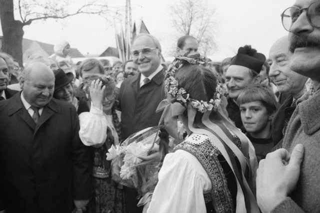 Rok 1989, spotkanie premiera Tadeusza Mazowieckiego z kanclerzem Helmutem Koglem w Krzyżowej, symboliczne pojednanie polsko-niemieckie
