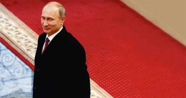 Władimir Putin w pałacu Łukaszenki po rozmowach w Mińsku