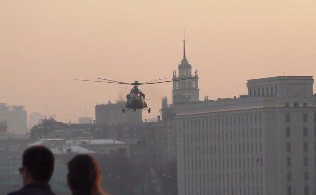 Lądujący w Moskwie helikopter