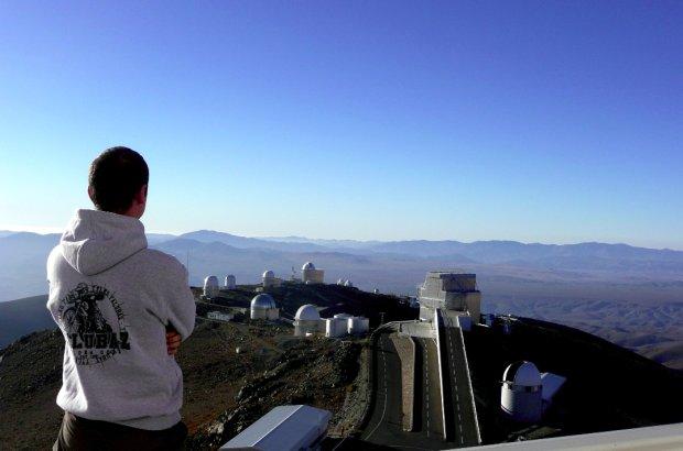 Bartosz Gauza i obserwatorium La Silla Europejskiego Obserwatorium Południowego (ESO) w Chile