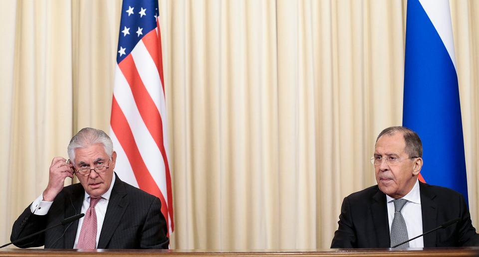 Sekretarz Stanu USA Rex Tillerson i minister spraw zagranicznych Rosji Siergiej Ławrow podczas wspólnej konferencji prasowej w Moskwie, 12 kwietnia 2017