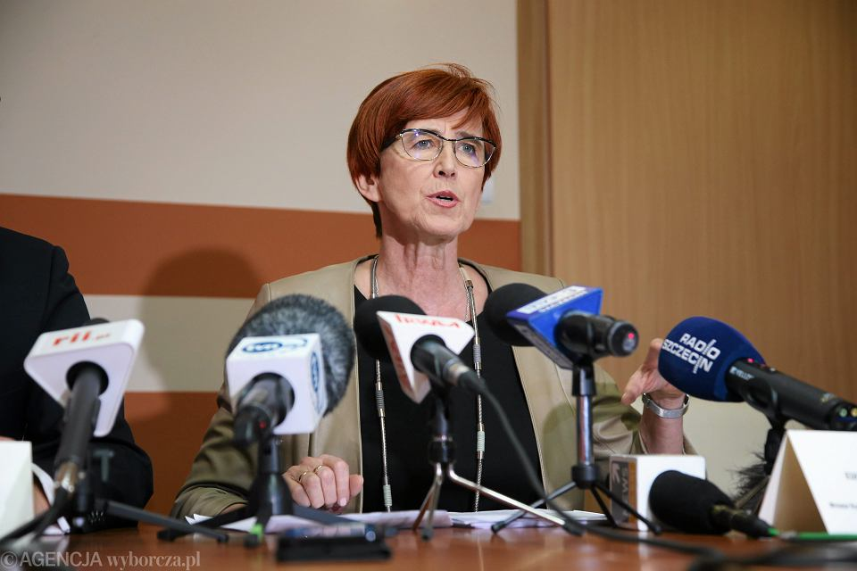Minister rodziny, pracy i polityki społecznej Elżbieta Rafalska podczas konferencji prasowej, 17 lutego 2017 r.