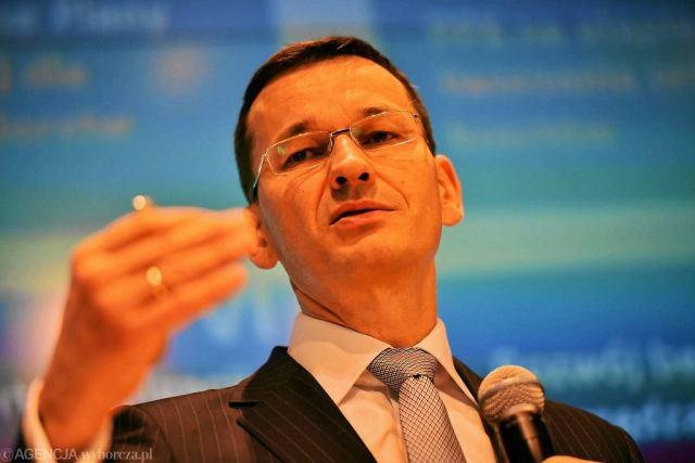 Minister rozwoju Mateusz Morawiecki podczas konferencji prasowej nt. przyszłości emerytur i OFE w siedzibie Giełdy Papierów Wartościowych w Warszawie