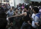 """Zamieszki na wyspie Lesbos. Zdesperowani uchodźcy starli się z policją. """"Brakuje wody, a my mamy dzieci!"""""""