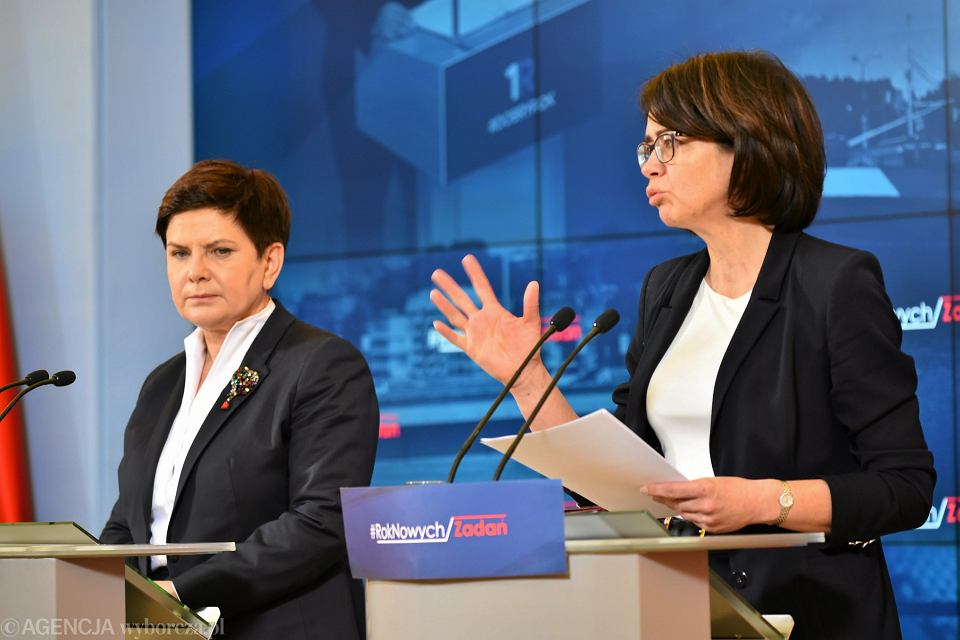 Premier Beata Szydło i minister cyfryzacji Anna Streżyńska podczas przeglądu resortów, 1 lutego 2017 r.