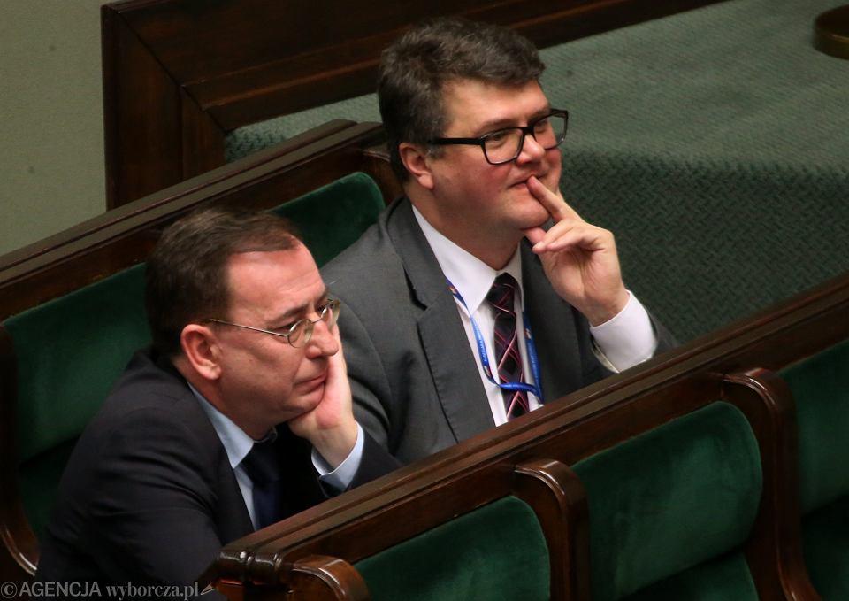 Mariusz Kamiński i Maciej Wąsik podczas debaty nad projektem ustawy