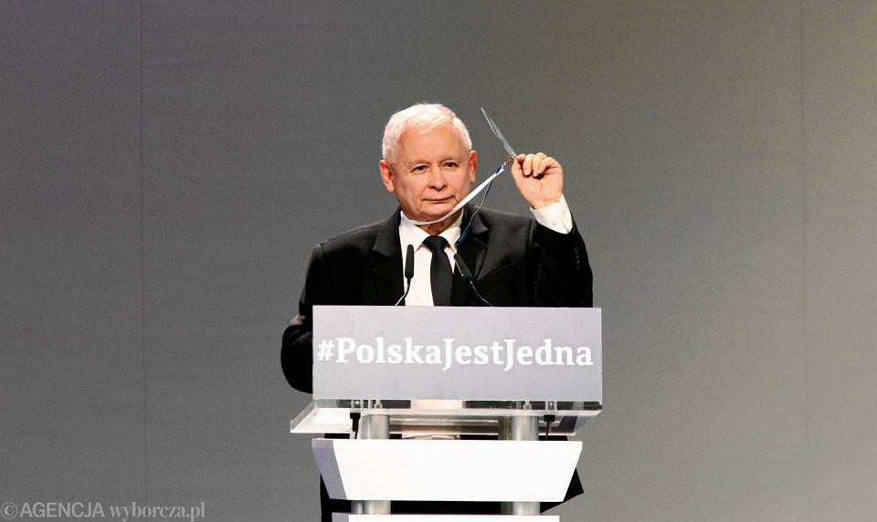 Prezes PiS, Jarosław Kaczyński podczas kongresu partii rządzącej w Przysusze pod Radomiem, 1 lipca 2017