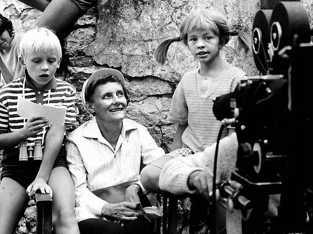 Na planie filmu na podstawie książek o Pippi Pończoszance.<br /> Dziś wyszczekana i samodzielna dziewczynka, która zawsze stawia na<br /> swoim, to nic szczególnego, ale w latach 40. szokowała