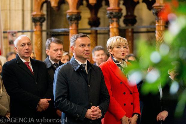 Andrzej Duda podczas mszy świętej w Katedrze na Wawelu w piątą rocznicę pogrzebu Marii i Lecha Kaczyńskich.<br /><br /><br /><br /><br /><br /><br /><br /><br /> Kraków, 18 kwietnia 2015 r.