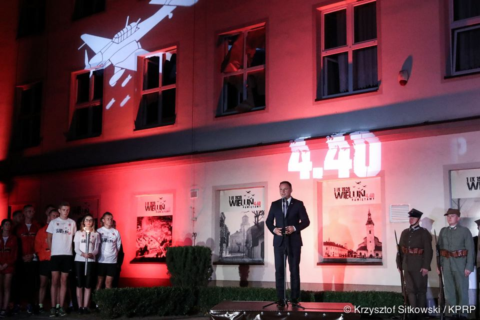 W piątek nad ranem z udziałem Prezydenta Andrzeja Dudy rozpoczęły się w Wieluniu obchody 78. rocznicy wybuchu II Wojny Światowej