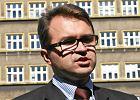 """Girzyński nie był z """"posłami madryckimi"""" w Hiszpanii, ale będzie w prokuraturze. Śledczy połączyli obie sprawy"""