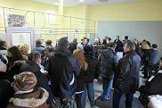 Tłum ludzi czekał 1 marca 2012 w punktach sprzedaży na nowe migawki. W nowej lepszej cenie można było je kupić dopiero dzisiaj