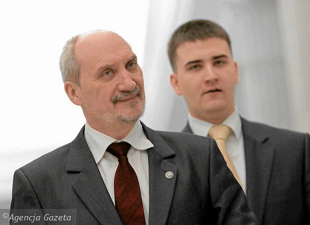 Bartłomiej Misiewicz i jego mocodawca, obecny minister obrony w rządzie PiS Antoni Macierewicz