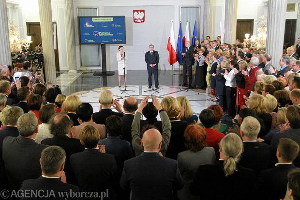 Ewa Kopacz i Bronisław Komorowski podczas spotkania w Sejmie z członkami klubu PO