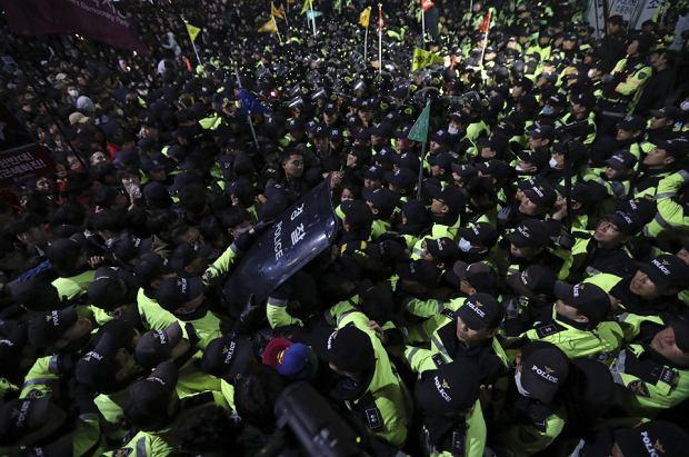 Zdjęcie numer 6 w galerii - Skandal w Korei Południowej. Tłumy ludzi na ulicach. Krajem