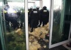 Policja o zamieszkach pod JSW: To był atak na funkcjonariuszy [WIDEO]