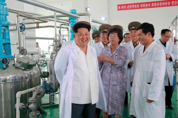 Kim Dzong Un z wizytą w jednym z północnokoreańskich instytutów badawczych