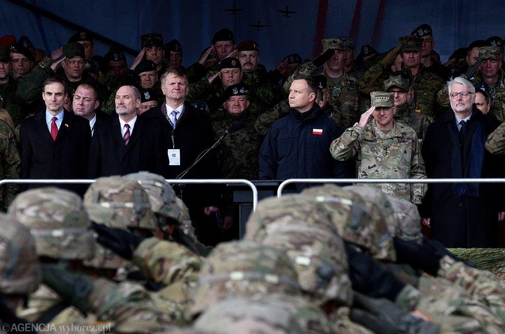Macierewicz na oficjalnym powitaniu wojsk NATO w Orzyszu (fot. Arkadiusz Stankiewicz/AG)