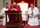 """Papież odprawił nabożeństwo Męki Pańskiej. """"Tym razem nie myślmy o głodzie, ubóstwie, wyzysku najsłabszych..."""""""