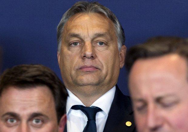 Wiktor Orban na spotkaniu z premierem Francji Xavierem Bettelem (po lewej) i premierem Wielkiej Brytanii Davidem Cameronem (po prawej)