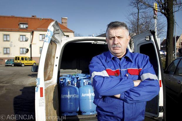 Robert Żuchowicz - ślusarz z kopalni Paryż. W nowym życiu handluje gazem w butlach