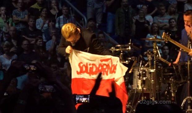 Bono z flagą
