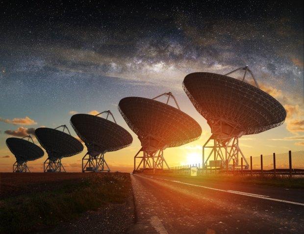 Radioteleskopy na Ziemi odbierają szybkie błyski radiowe, których pochodzenia nie jesteśmy w stanie wytłumaczyć