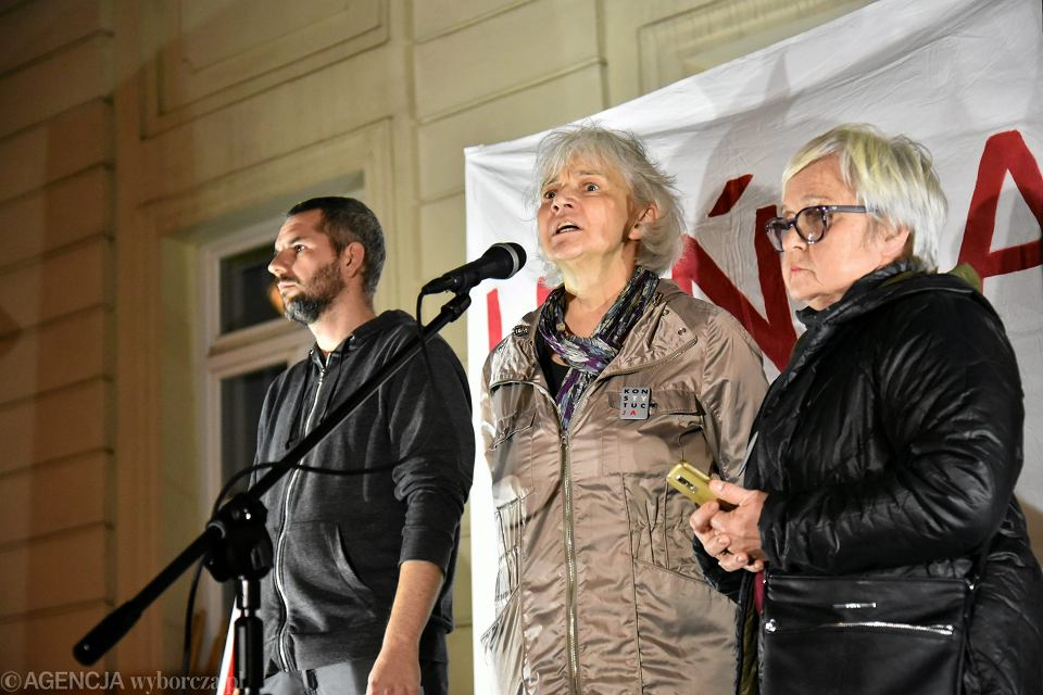 Wieczorny protest przeciwko wizycie Recepa Erdogana. Na zdjęciu pierwsza z prawej Barbara Sińczuk