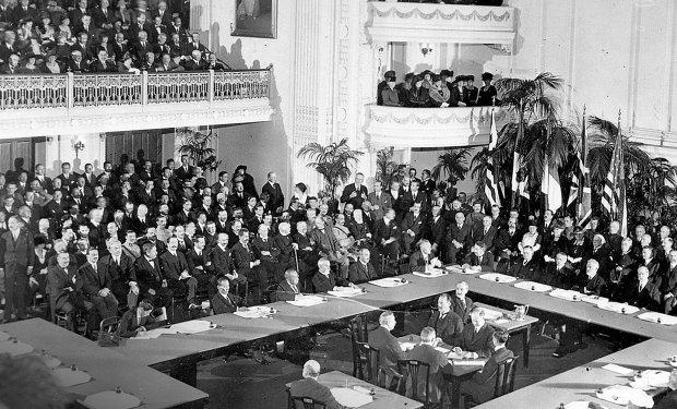 Znalezione obrazy dla zapytania konferencja pokojowa w wersalu zdjecia