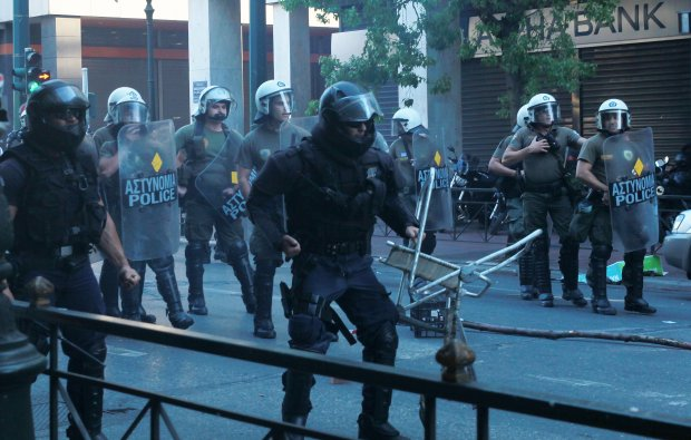 Starcia demonstrantów z policją w Atenach