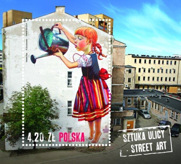 Dziewczynka z konewką - mural na budynku przy ulicy Piłsudskiego na znaczku pocztowym. UwB chce sprzedać również ten budynek