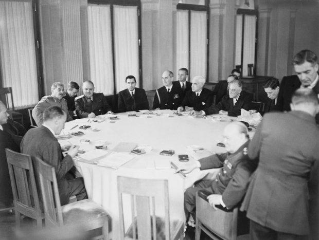 Franklin D. Roosvelt, Winston Churchill, Józef Stalin przystole w Jałcie - Krym