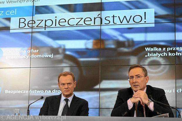 Kelner Łukasz N. twierdzi, że głównym celem Marka Falenty w rządzie Donalda Tuska był szef MSW Bartłomiej Sienkiewicz (obaj politycy na zdjęciu z 2014 r.).