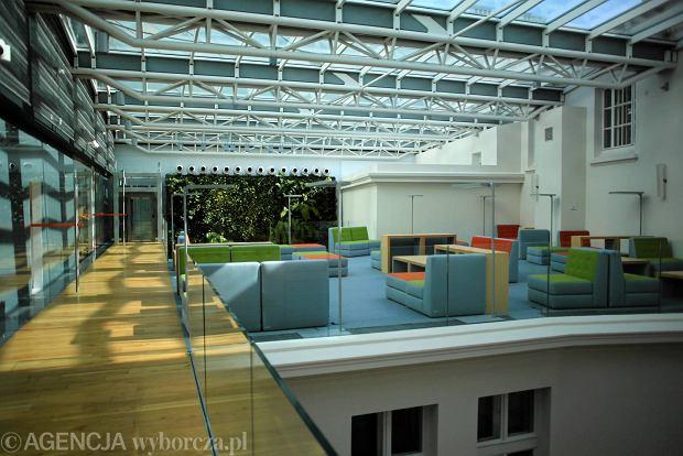 Nowa część biblioteki przy ulicy Koszykowej w Warszawie