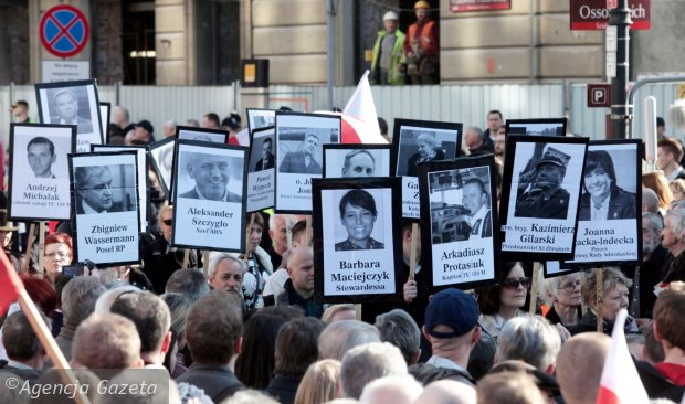 Marsz w 5. rocznicę katastrofy smoleńskiej na Krakowskim Przedmieściu