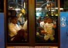 Austria i Niemcy przyjmą uchodźców z dworca Keleti. W środku nocy Węgrzy podstawili im miejskie autobusy
