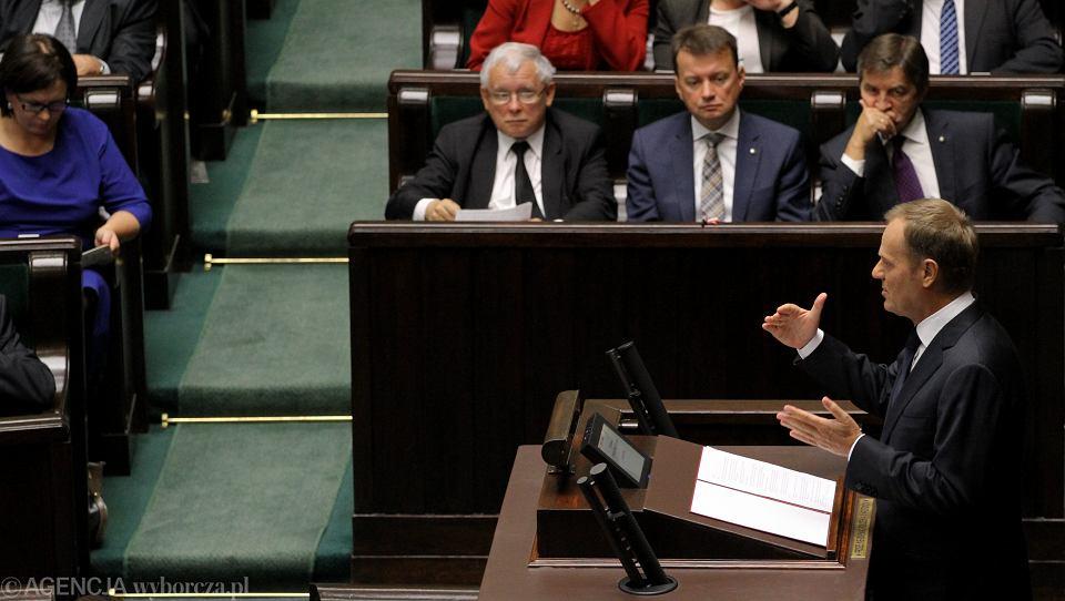 Premier Donald Tusk podbiera socjalne postulaty opozycji: obiecuje podniesienie ulg na dzieci jeszcze w tym roku, a od przyszłego - świadczeń dla ponad 8 milionów emerytów i rencistów