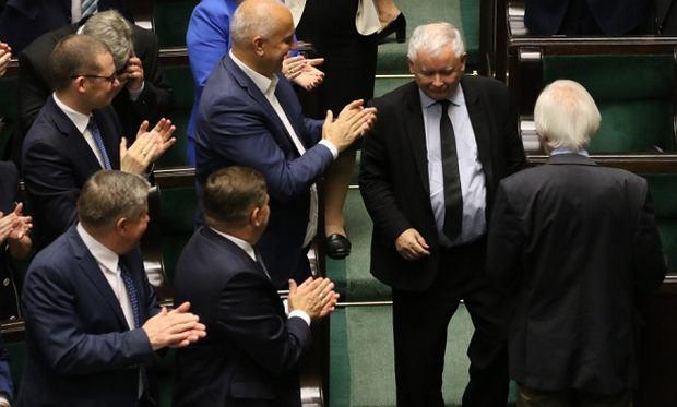 Owacja dla Jarosława Kaczyńskiego