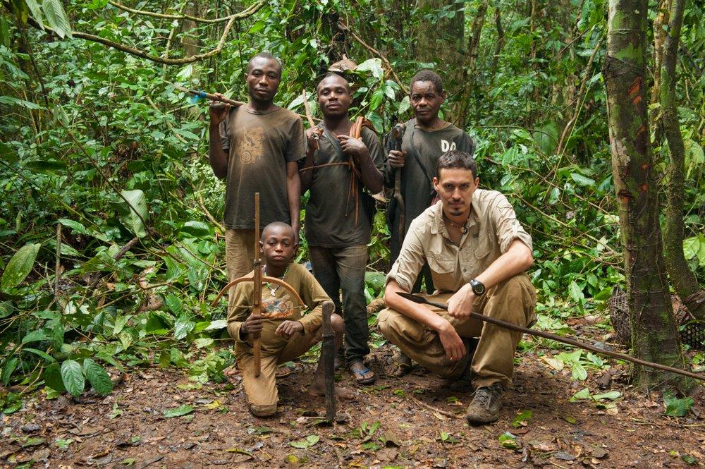 Tomek Michniewicz w Kamerunie u plemienia Baka. Zdjęcie z archiwum prywatnego Tomka Michniewicza