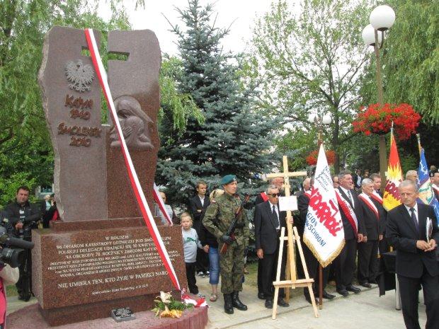 Uroczystości odsłonięcia pomnika smoleńskiego w świdniku