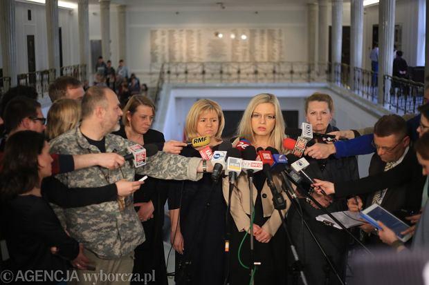 Magdalena Merta, Ewa Błasik, Malgorzata Wassermann i Ewa Kochanowska podczas konferencji w Sejmie
