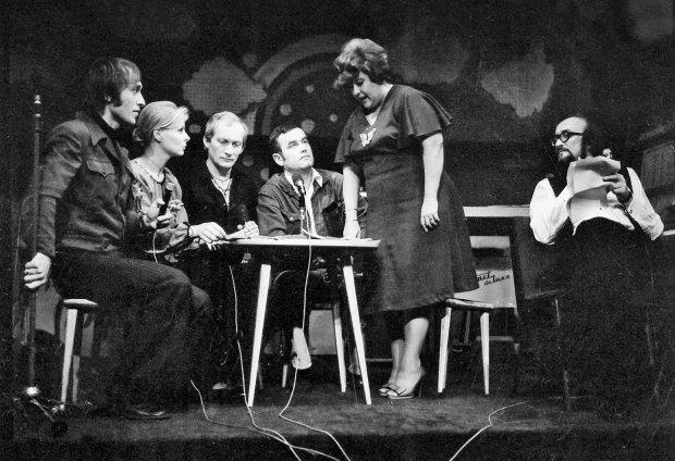 Egida w latach 70. Od lewej: Jonasz Kofta, Anna Nehrebecka, Wojciech Pszoniak, Jan Pietrzak, Danuta Rinn i Jan Tadeusz Stanisławski. To Nehrebecka, a potem Rinn śpiewały piosenkę Pietrzaka z muzyką Włodzimierza Korcza