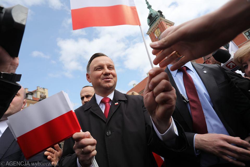 Prezydent Andrzej Duda podczas uroczystości podniesienia flagi na Zamku Krolewskim