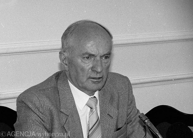 Gen. Władysław Pożoga podczas posiedzenia komisji odpowiedzialności konstytucyjnej, 1995 rok