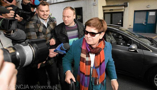 Beata Szydło i Marcin Mastalerek przed siedzibą PiS, 27 października