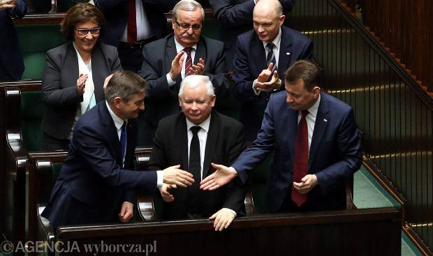 Prezes PiS Jaroslaw Kaczyński, Marek Kuchciński i Mariusz Błaszczak oraz inni posłowie PiS podczas głosowania